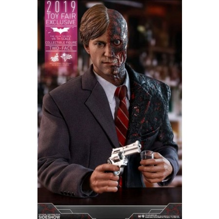Hot Toys The Dark Knight Two Face Toy Fair Excl 1/6 Scale Figure MMS546
