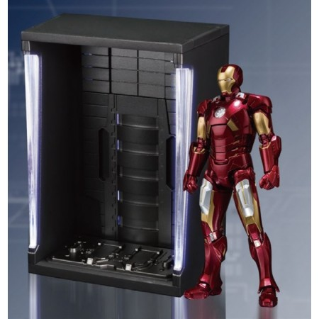 S.H Figuarts Iron Man Mark VII & Hall Of Armour Set
