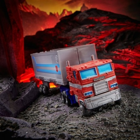 Transformers Kingdom Leader Optimus Prime