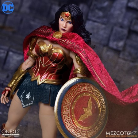 Mezco One:12 Collective Wonder Woman DC Comics. Action Figure