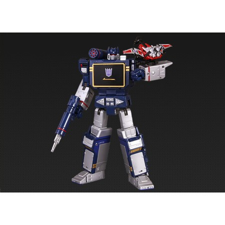 MP13 Masterpiece Soundwave Final