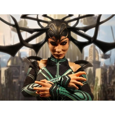 Mezco One:12 Collective Thor Ragnarok Hela Action Figure
