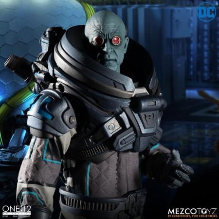 Mezco Uno:12 Colectiva Mr Congelar Deluxe Figura de Acción