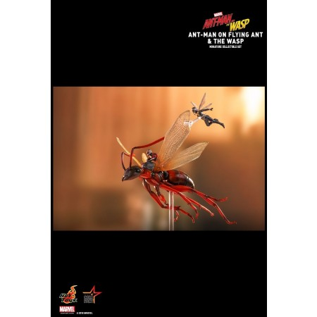 Hot Toys Ant-man And The Wasp Ant-man On Flying Ant And The Wasp Miniature Collectible Set